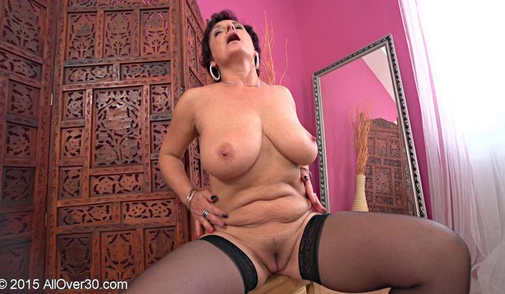 Erotic - Plump Czech Mummy Jessica