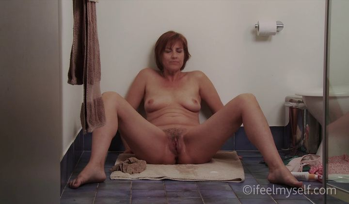 Orgasm - Lydia Bennett - Gorgeous Amateur Displays Her Body